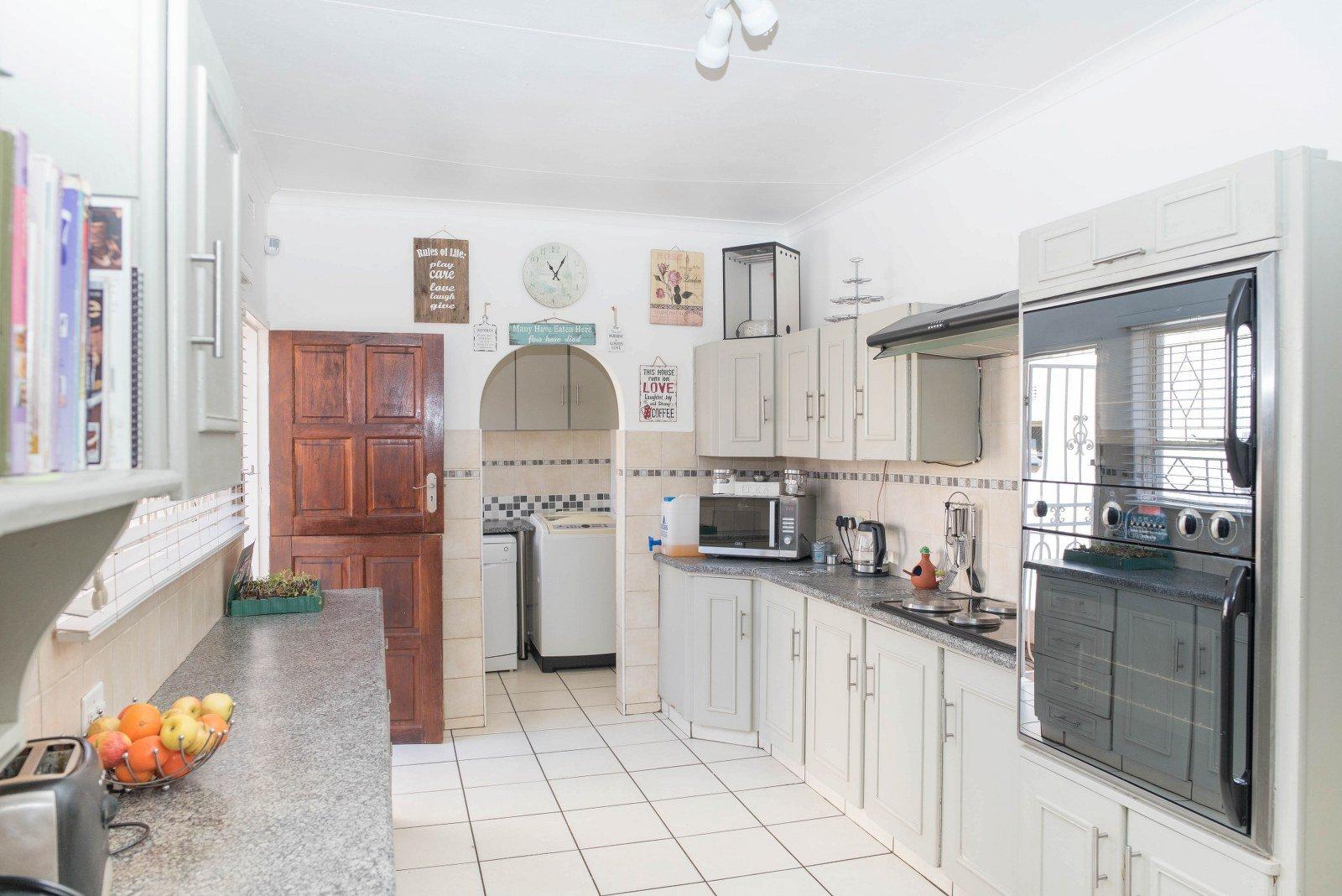 Kibler Park property for sale. Ref No: 13640953. Picture no 9