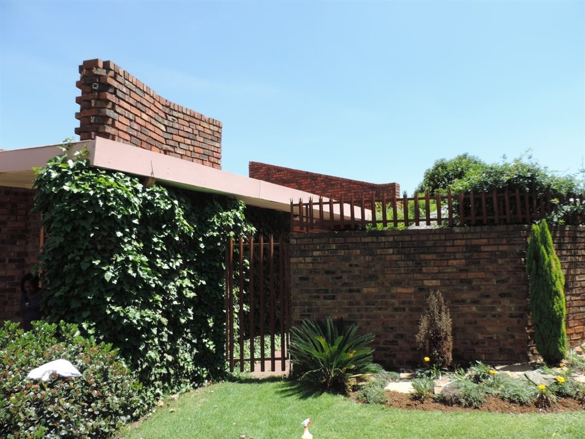 Three Rivers East property for sale. Ref No: 12772293. Picture no 26