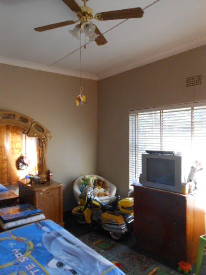Mooilande property for sale. Ref No: 13400417. Picture no 8