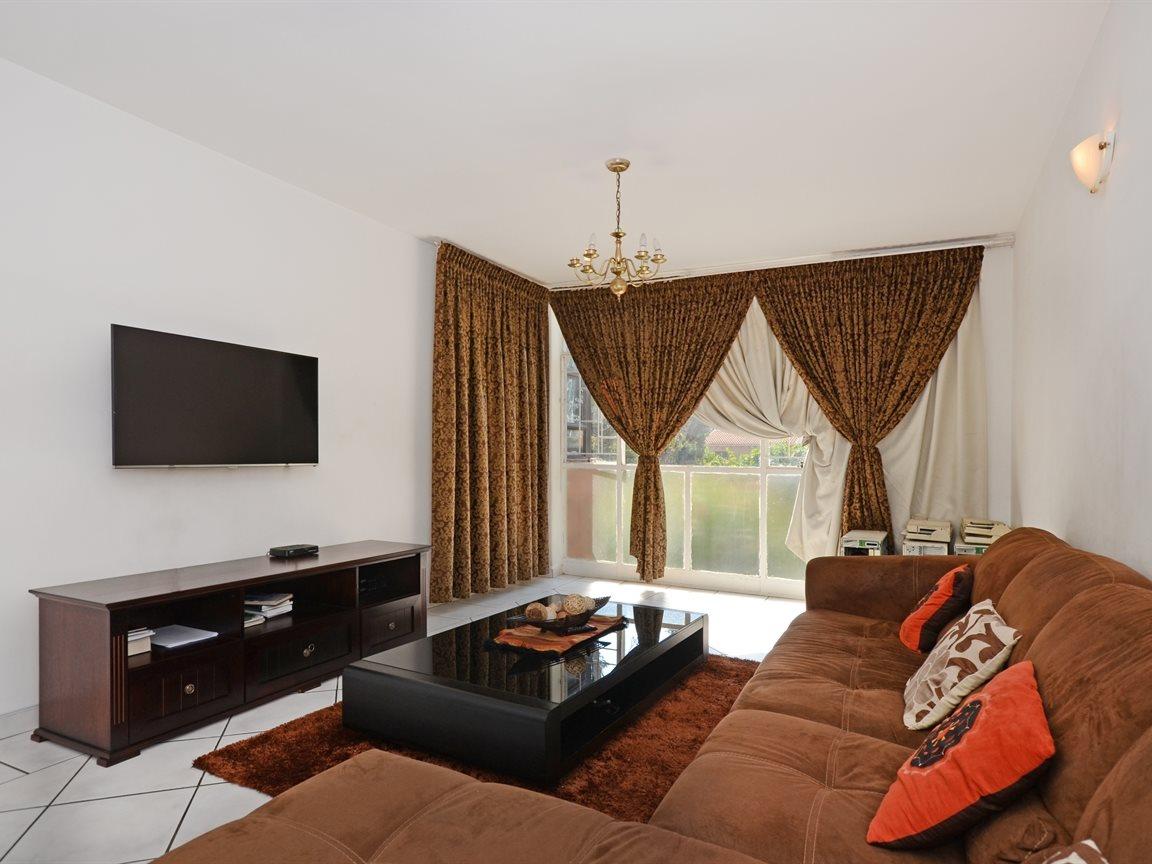 Sandton, Illovo Property    Houses For Sale Illovo, Illovo, Apartment 2 bedrooms property for sale Price:1,450,000