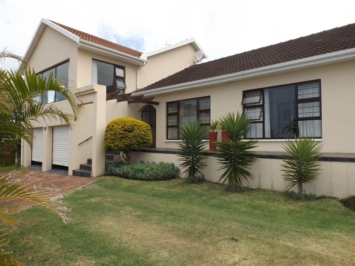Property for Sale by DLC INC. ATTORNEYS Kerri De La Querra, House, 3 Bedrooms - ZAR 3,750,000
