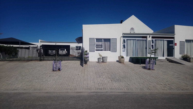 Property and Houses for sale in Velddrif, House, 5 Bedrooms - ZAR 4,138,200