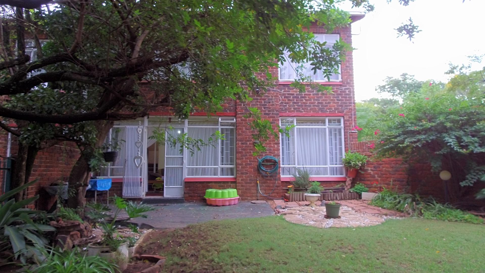 , Townhouse, 2 Bedrooms - ZAR 820,000