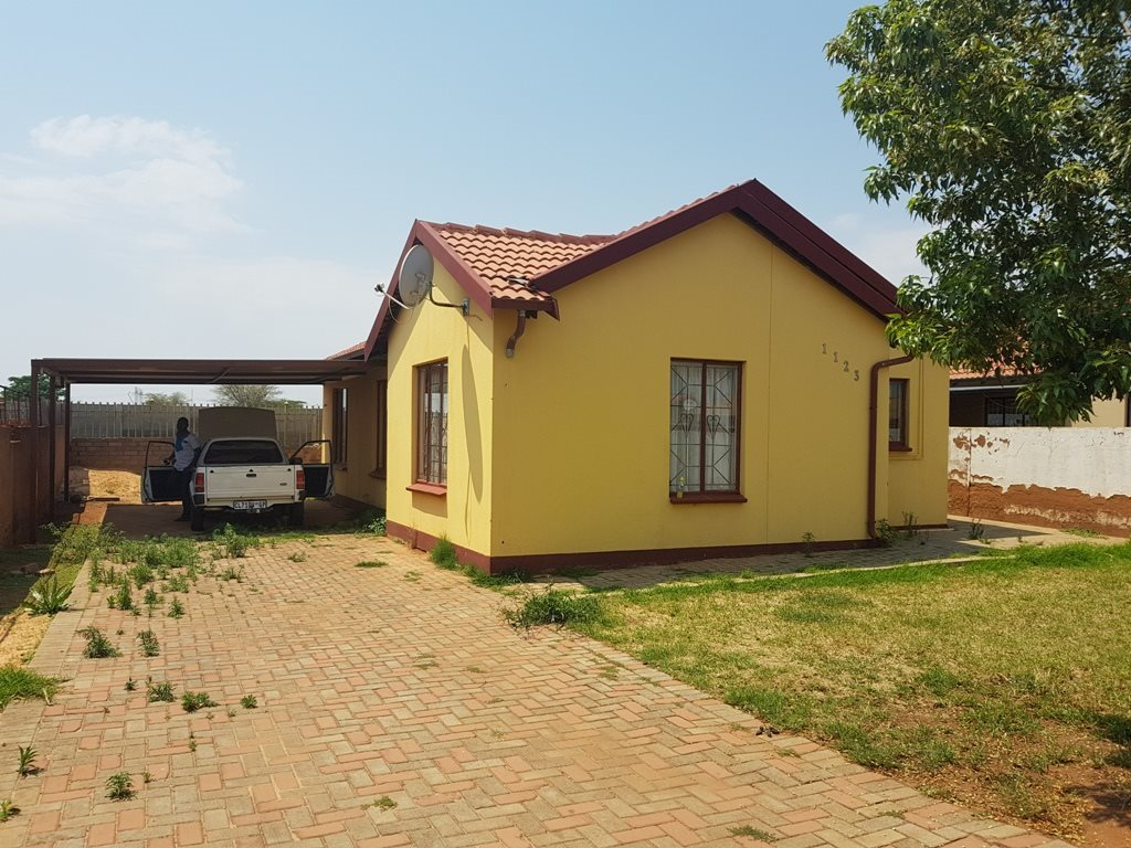 Property and Houses for sale in Nkwe Estate, House, 3 Bedrooms - ZAR 620,000
