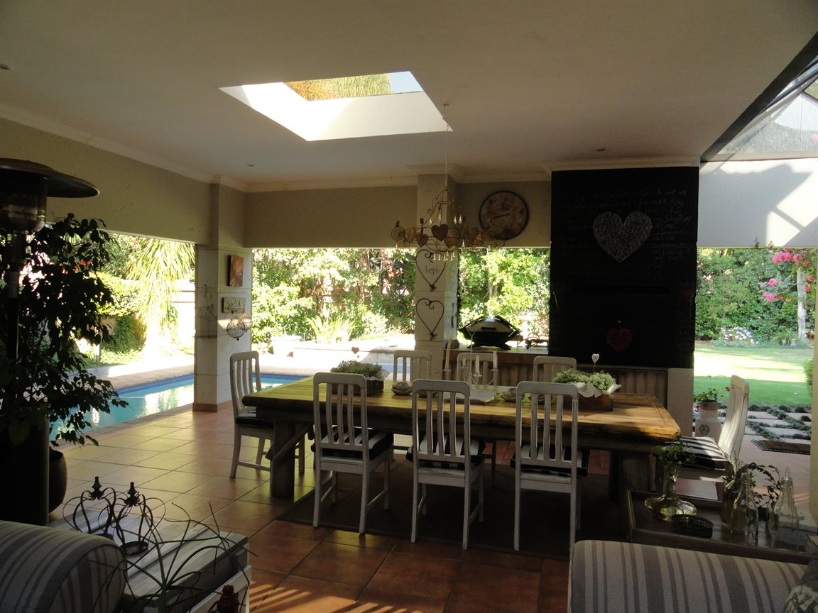 Silver Lakes Golf Estate property for sale. Ref No: 13394313. Picture no 11