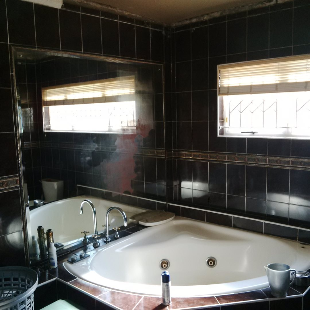 Amanzimtoti property for sale. Ref No: 13521518. Picture no 12