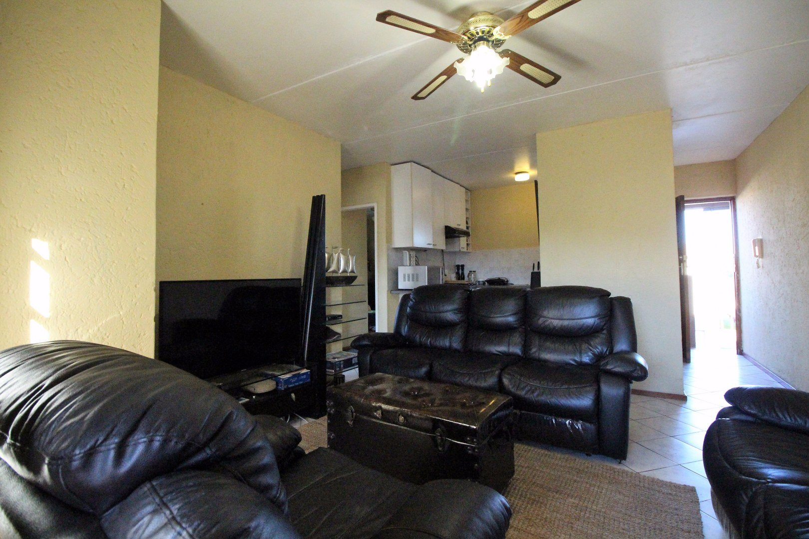 Mulbarton property for sale. Ref No: 13551868. Picture no 11