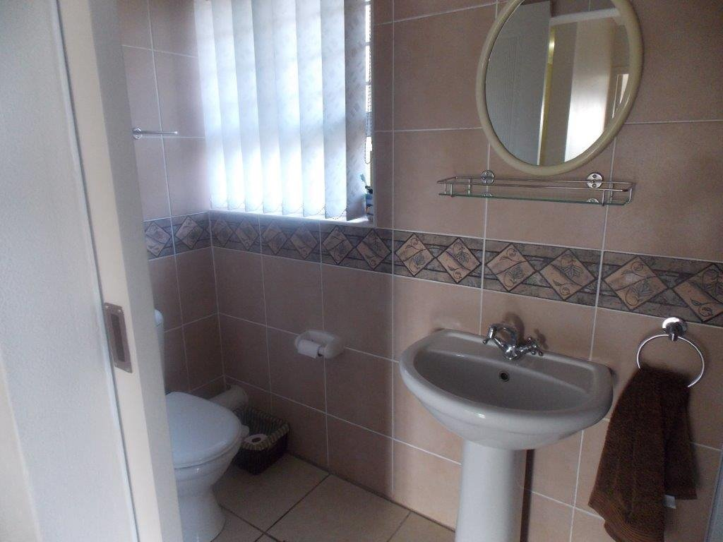 Amanzimtoti property for sale. Ref No: 13372994. Picture no 35