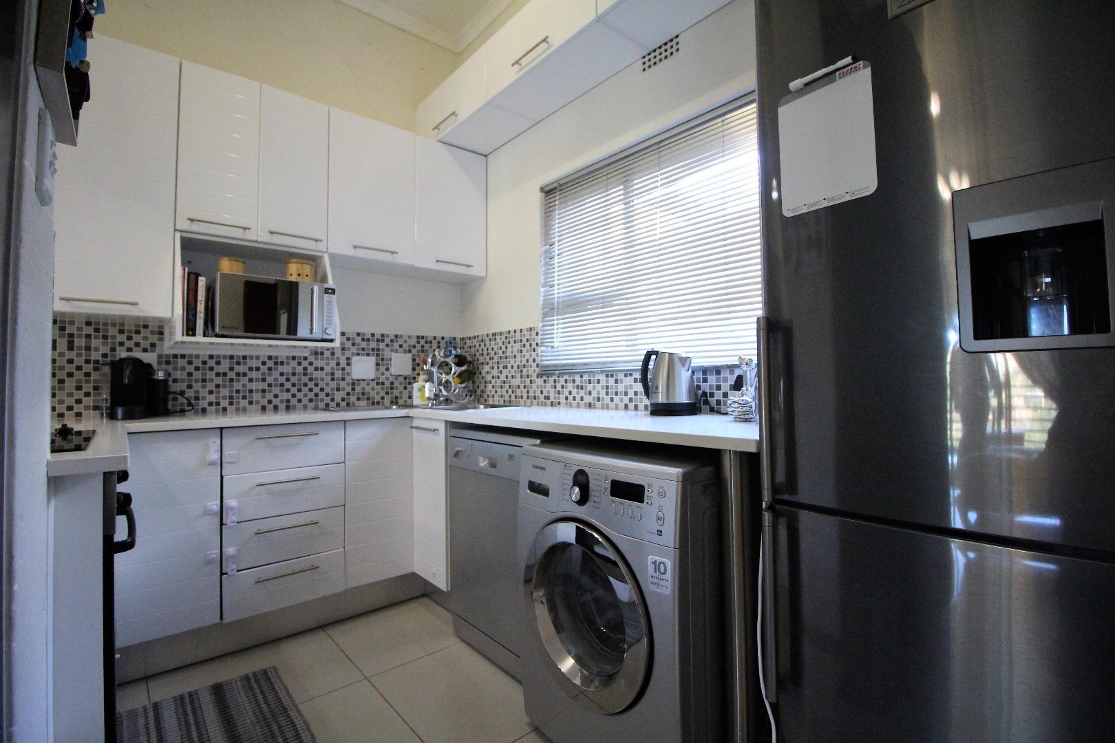 Glenvista property for sale. Ref No: 13493928. Picture no 7