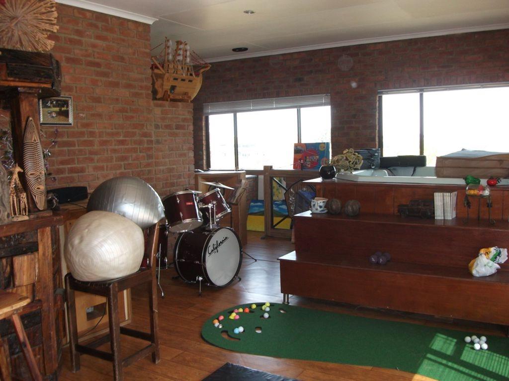 Irene Glen Estate property for sale. Ref No: 12758786. Picture no 11