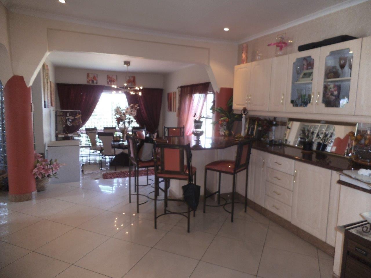 Glenvista property for sale. Ref No: 13624500. Picture no 41