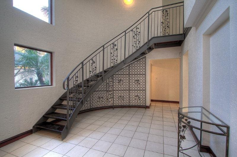 Fourways Gardens property for sale. Ref No: 13401246. Picture no 2