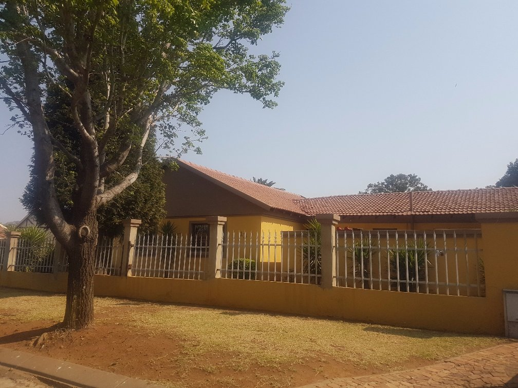 Johannesburg, Mayfield Park Property  | Houses For Sale Mayfield Park, Mayfield Park, House 4 bedrooms property for sale Price:1,700,000