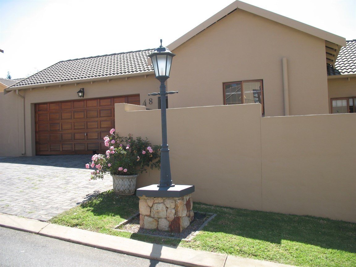 Randpark Ridge property for sale. Ref No: 13546891. Picture no 2