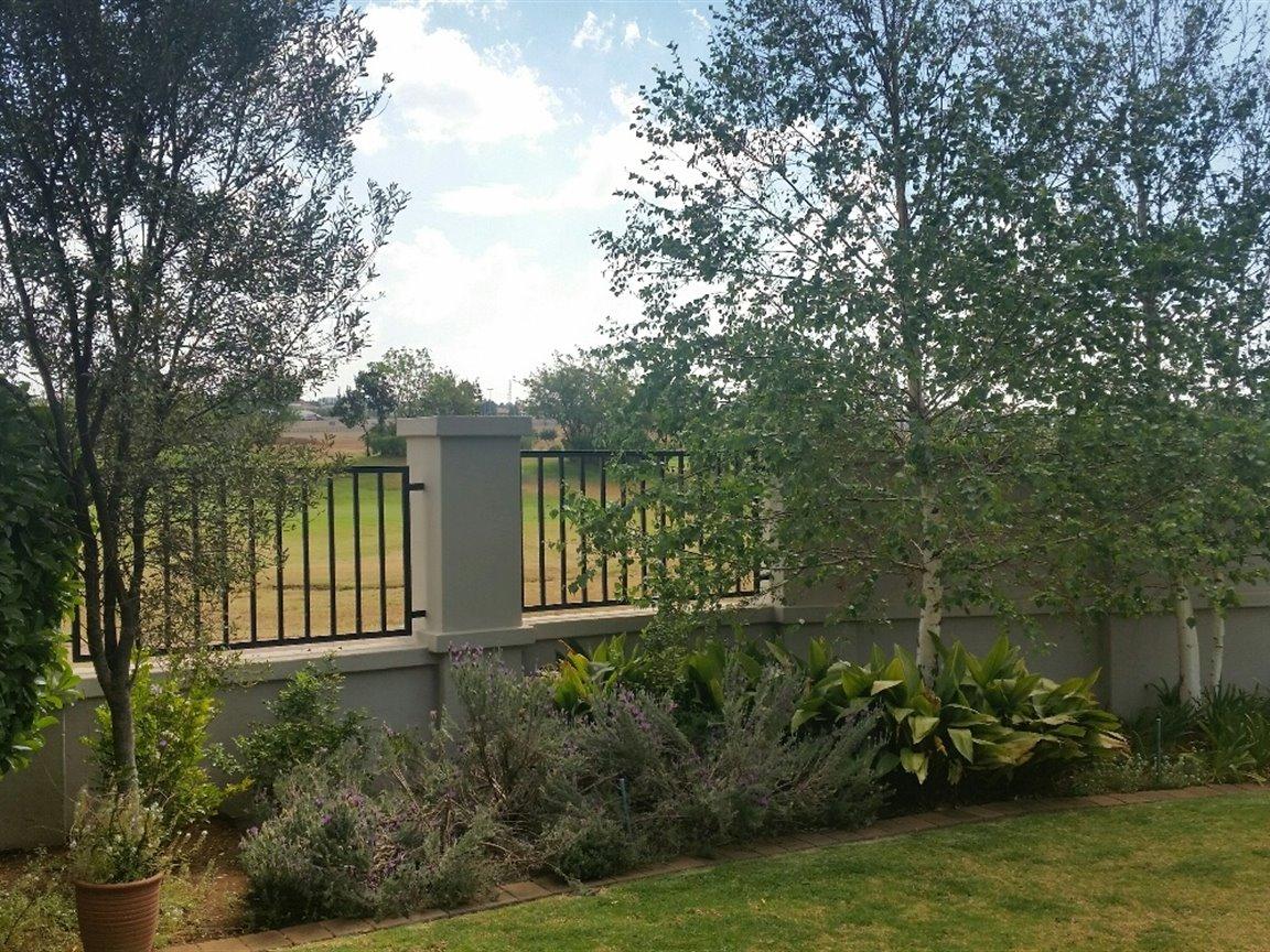 Midfield Estate property for sale. Ref No: 13397837. Picture no 17