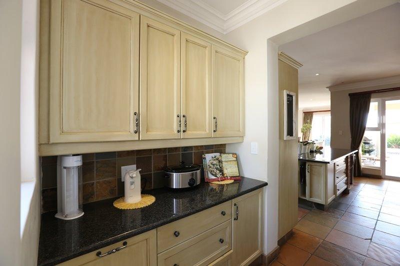 Midstream Estate property for sale. Ref No: 13254174. Picture no 10