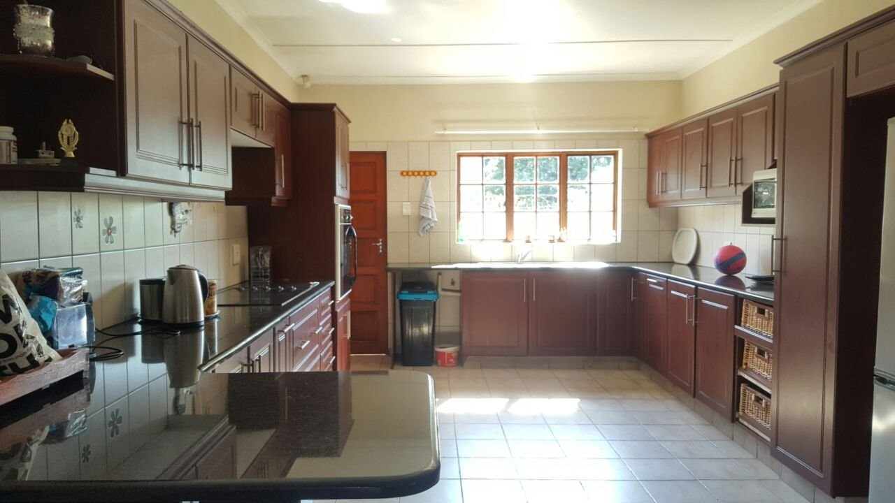 Arboretum to rent property. Ref No: 13521261. Picture no 4