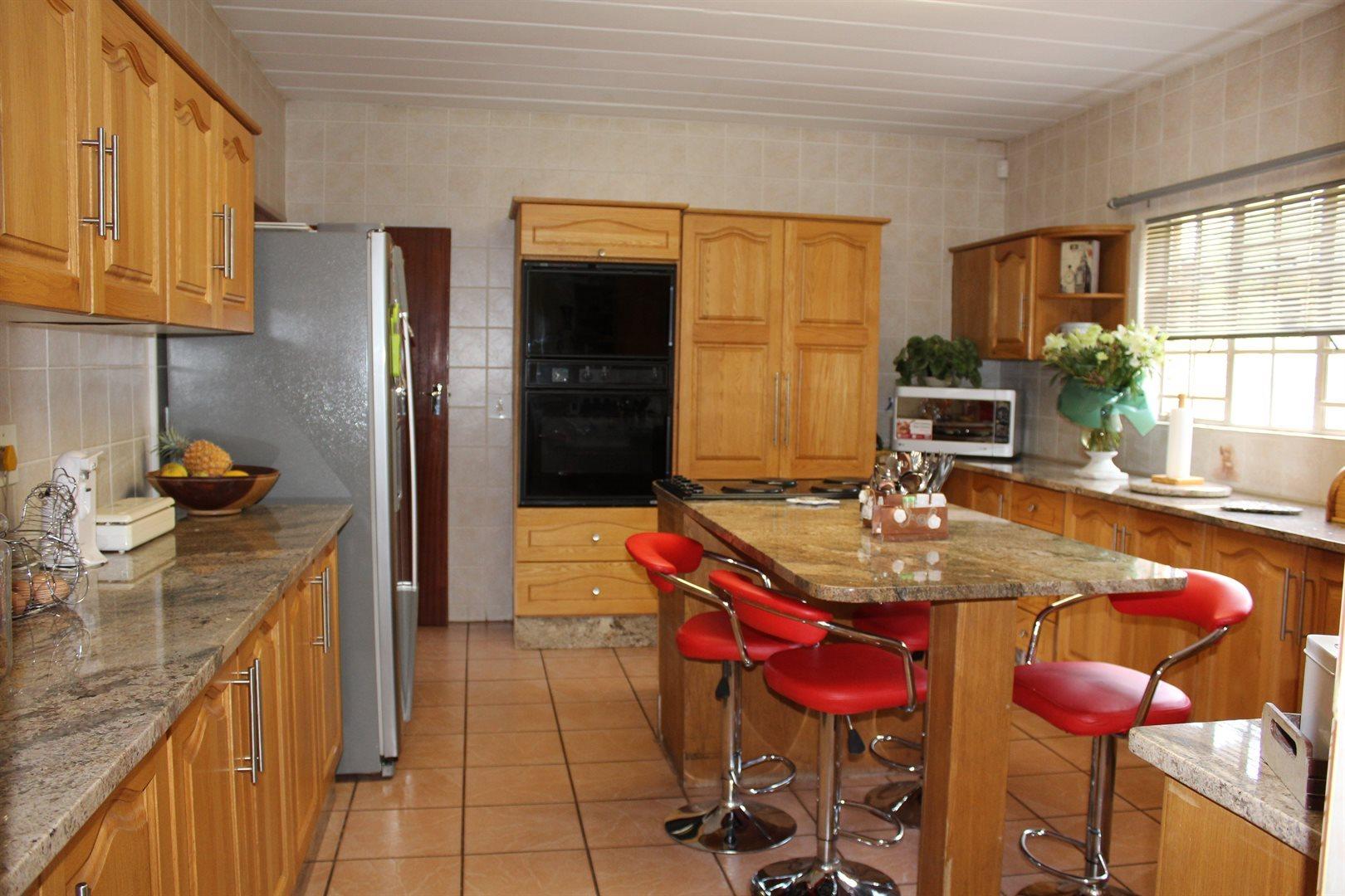 Van Der Hoff Park property for sale. Ref No: 13440444. Picture no 6