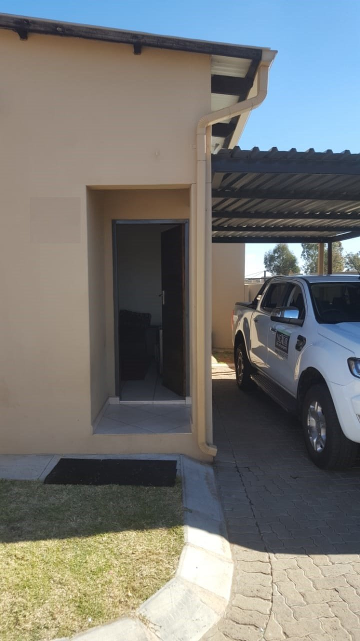 Property and Houses to rent in Dassie Rand, Townhouse, 2 Bedrooms - ZAR ,  4,00*,M