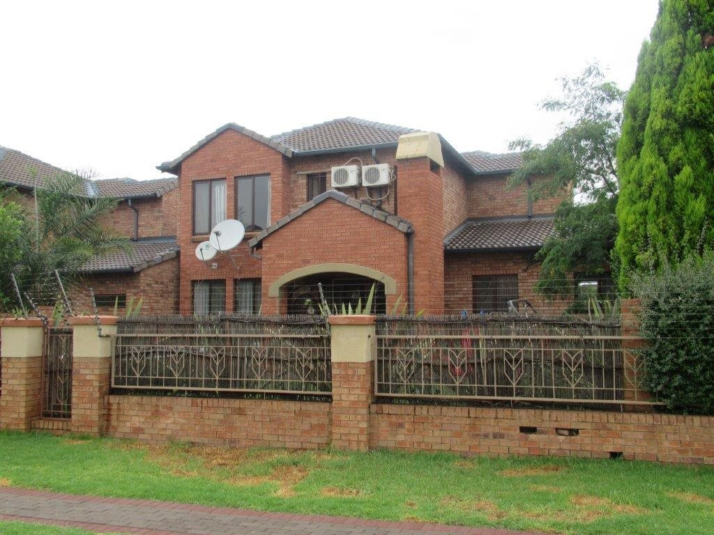 Centurion, Eco Park Estate Property  | Houses For Sale Eco Park Estate, Eco Park Estate, Townhouse 3 bedrooms property for sale Price:1,725,000