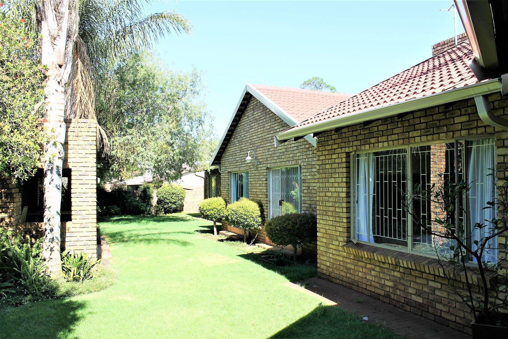 Centurion, Eldoraigne Property    Houses To Rent Eldoraigne, Eldoraigne, House 5 bedrooms property to rent Price:, 17,95*
