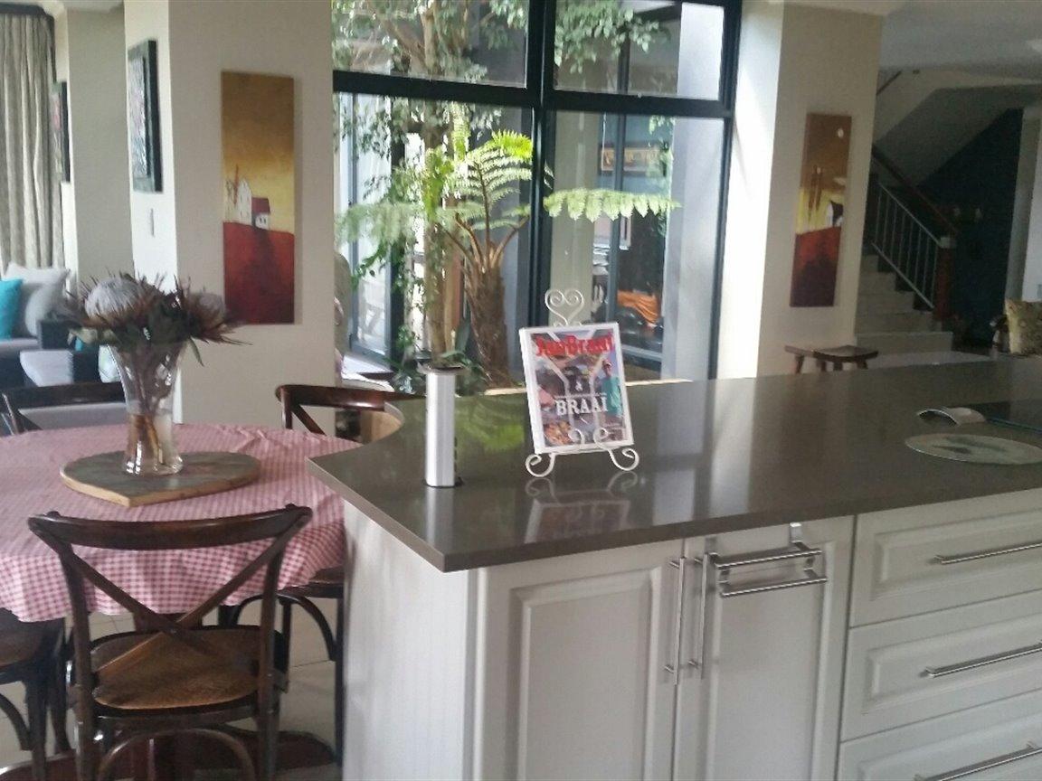 Midfield Estate property for sale. Ref No: 13397837. Picture no 8