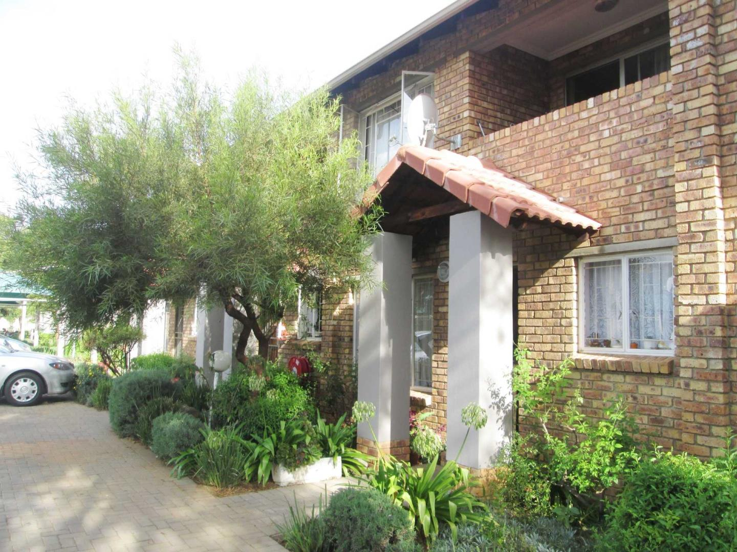 , Townhouse, 2 Bedrooms - ZAR 550,000