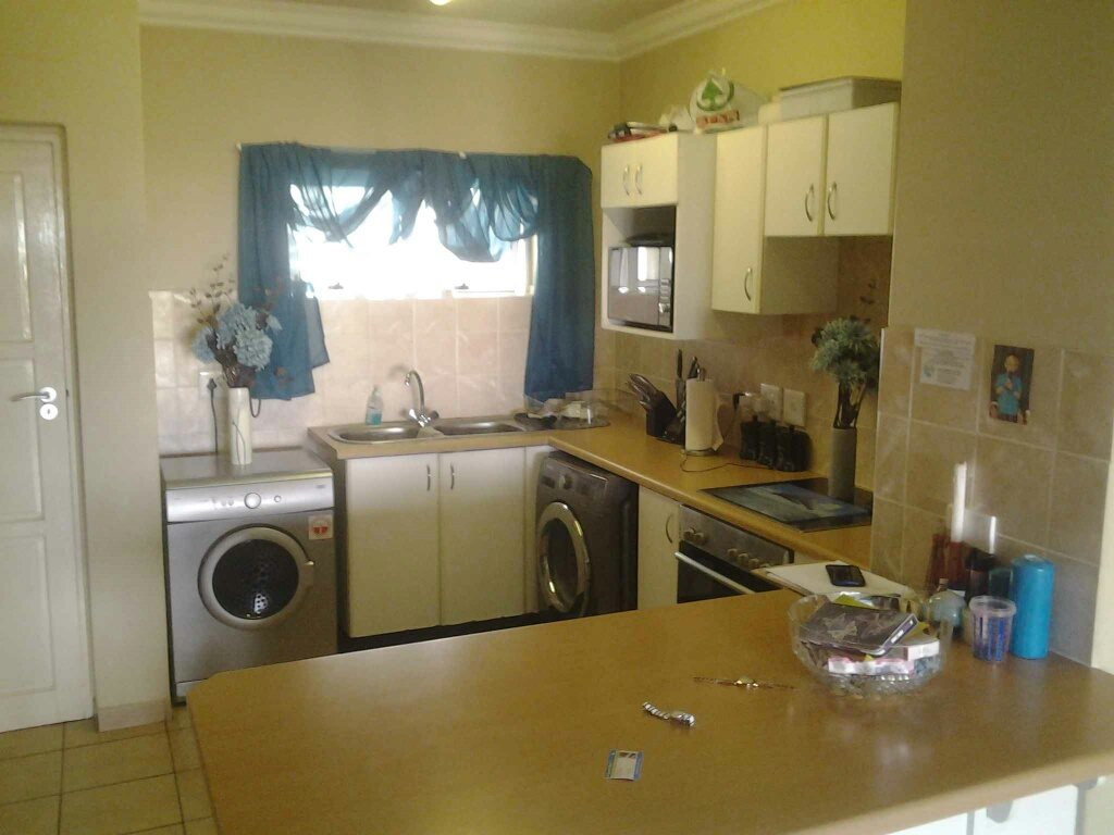 Margate for sale property. Ref No: 13412789. Picture no 4
