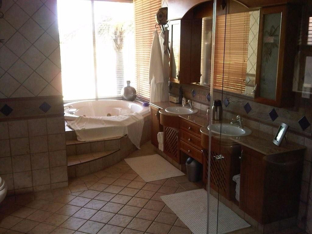 Glenvista property for sale. Ref No: 13500474. Picture no 10