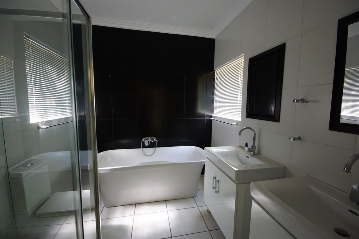 Three Rivers East property for sale. Ref No: 12734571. Picture no 11