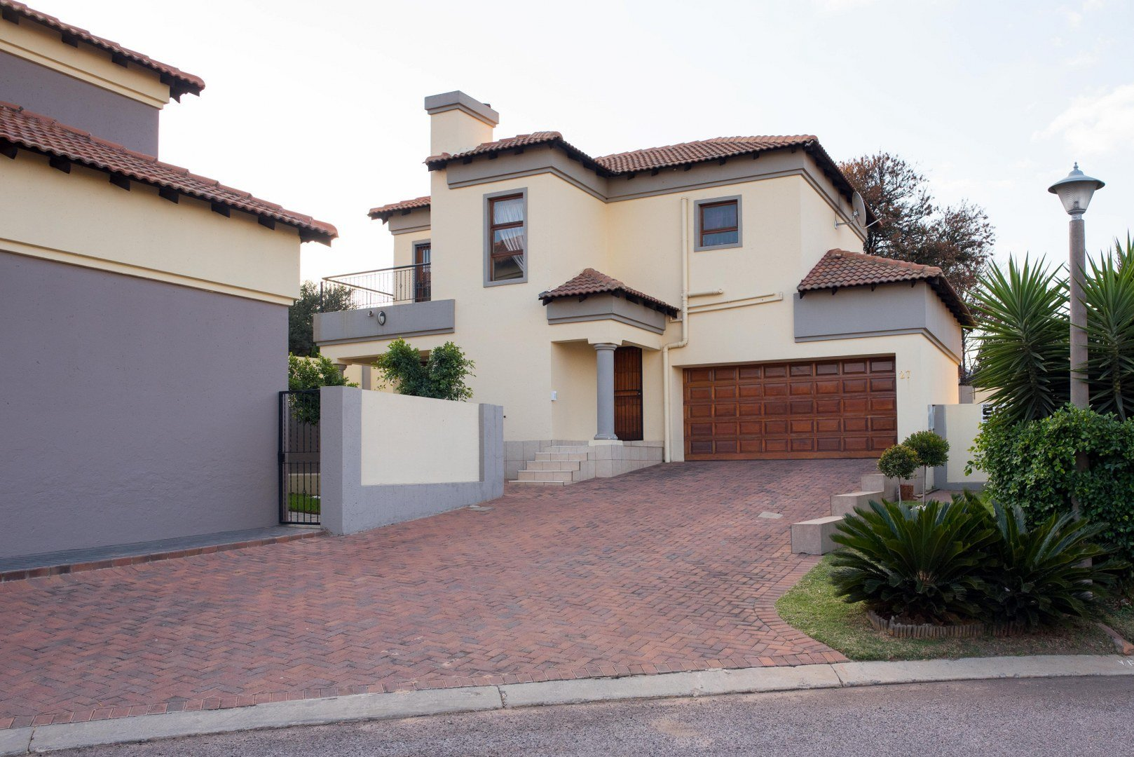 Property and Houses for sale in South Crest, House, 3 Bedrooms - ZAR 1,650,000
