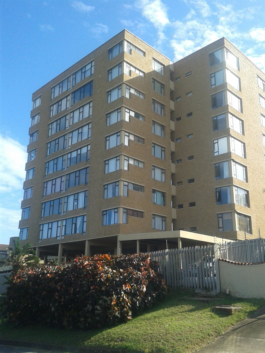 Property and Houses to rent in Scottburgh Central, Apartment, 2 Bedrooms - ZAR ,  4,00*,M