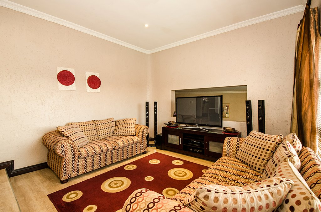 Bassonia property for sale. Ref No: 13472392. Picture no 4
