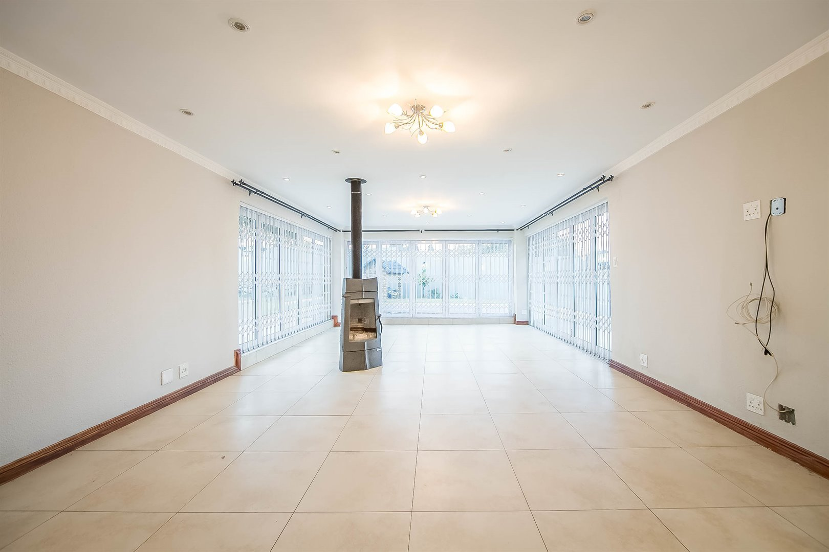 Lonehill property for sale. Ref No: 13510684. Picture no 10