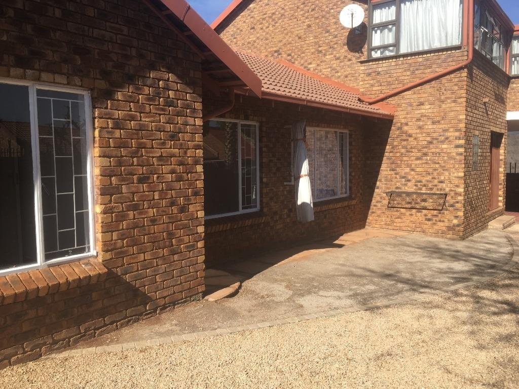 Property and Houses to rent in Gauteng - Page 2, House, 4 Bedrooms - ZAR , 10,00*,M