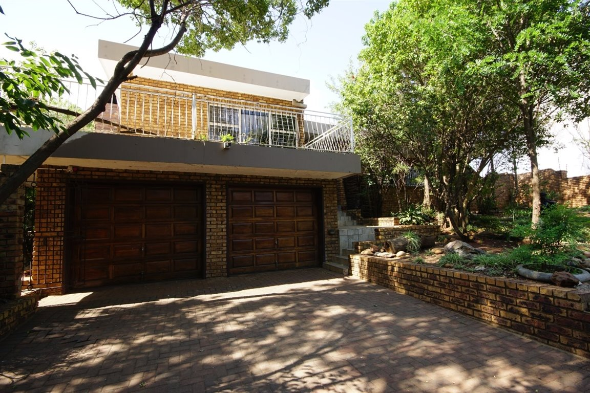 Three Rivers East property for sale. Ref No: 12734571. Picture no 16