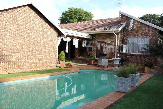 Pretoria, Florauna Property  | Houses For Sale Florauna, Florauna, House 4 bedrooms property for sale Price:1,900,000