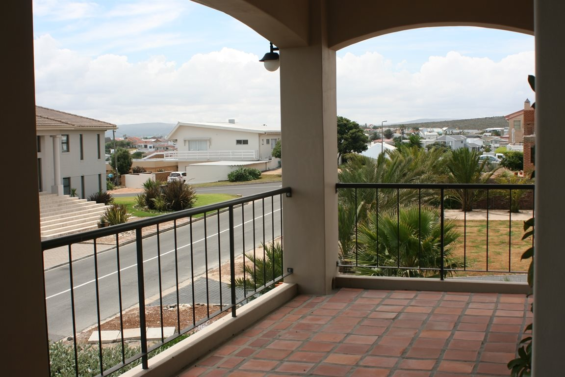 Yzerfontein property for sale. Ref No: 13294850. Picture no 37