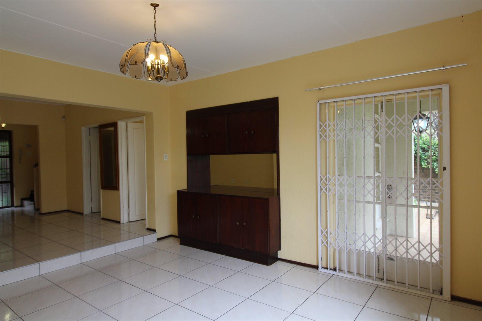 Bryanston property for sale. Ref No: 13552406. Picture no 7