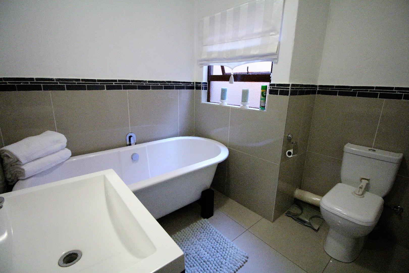 Glenvista property for sale. Ref No: 13493928. Picture no 12