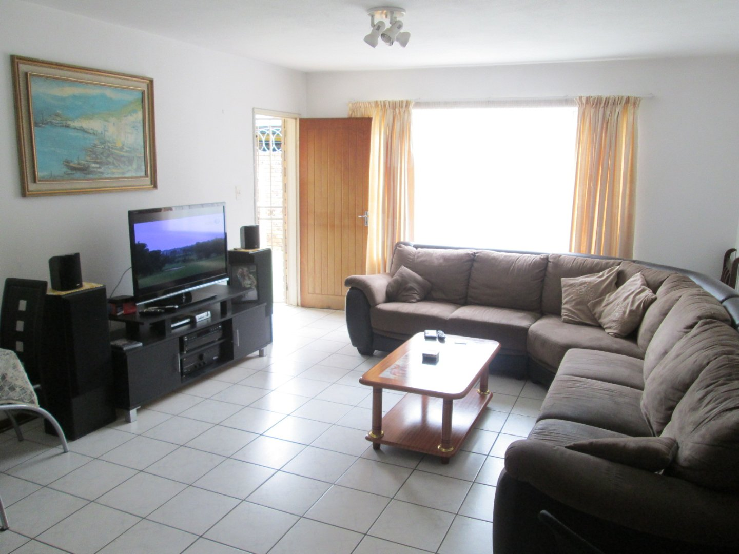 New Redruth property for sale. Ref No: 13585684. Picture no 3