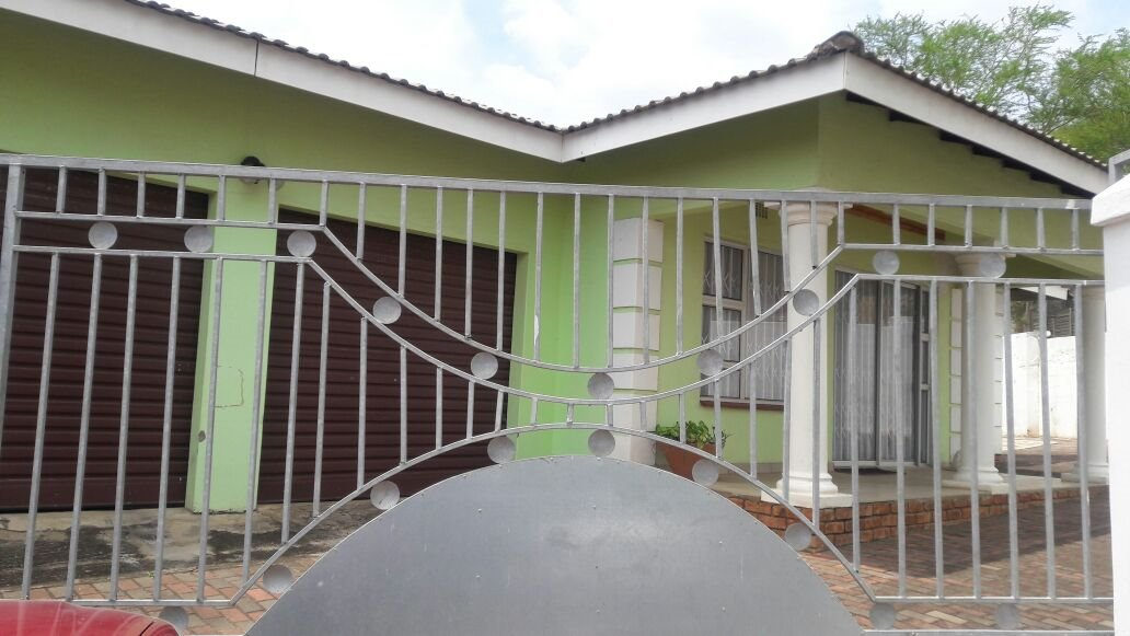 Hillview property for sale. Ref No: 13411939. Picture no 2