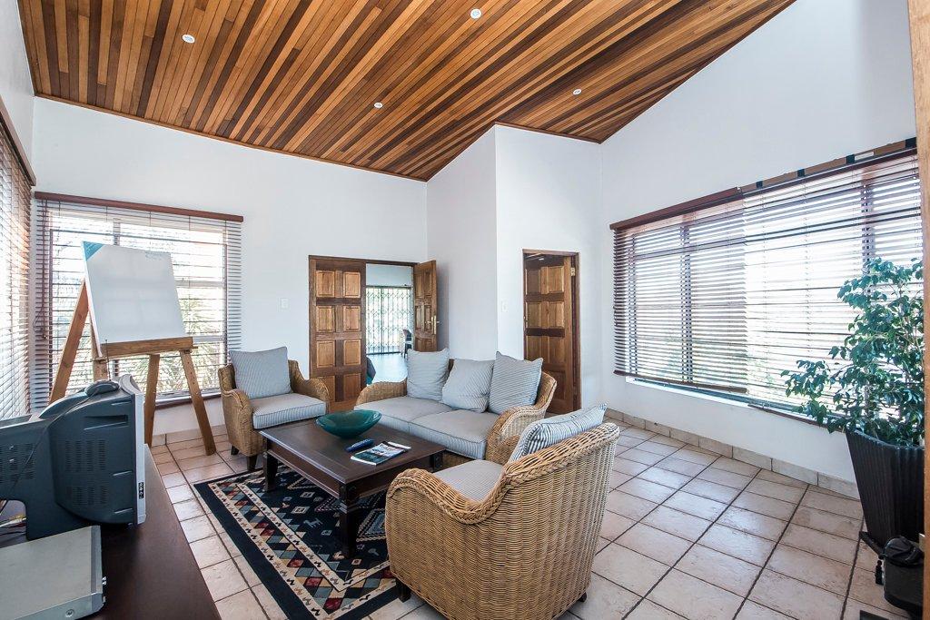 Glenvista property for sale. Ref No: 13500218. Picture no 4