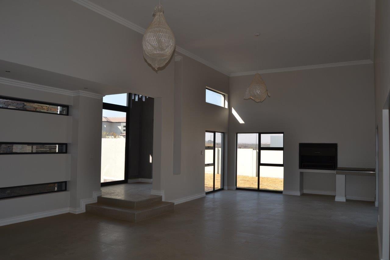 Midstream Ridge Estate property for sale. Ref No: 13500360. Picture no 5
