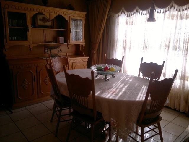 Falcon Ridge property for sale. Ref No: 13316587. Picture no 4