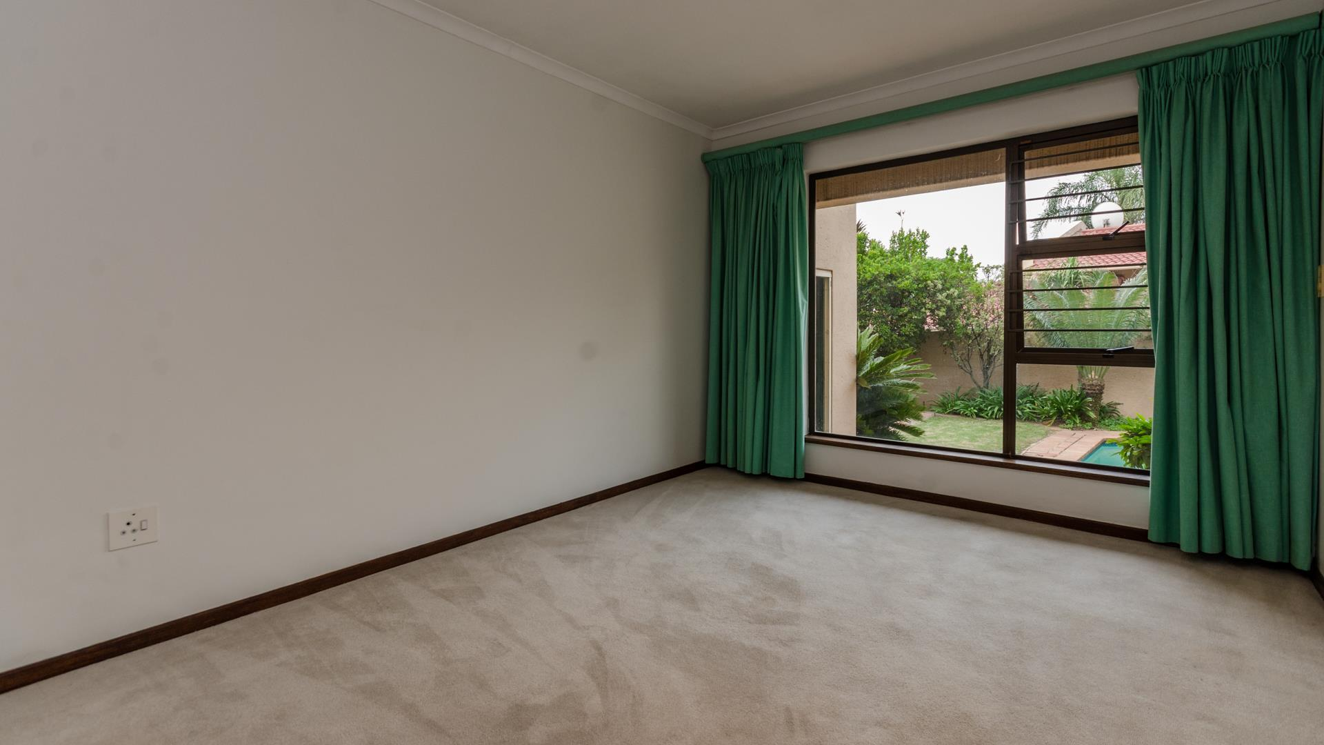 Lonehill property for sale. Ref No: 13445204. Picture no 19