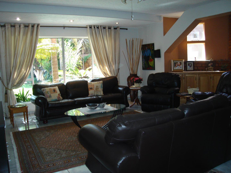 Eldoraigne property for sale. Ref No: 13494397. Picture no 9