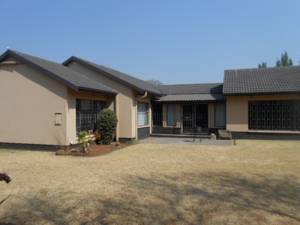 Meyerton property for sale. Ref No: 13538165. Picture no 3