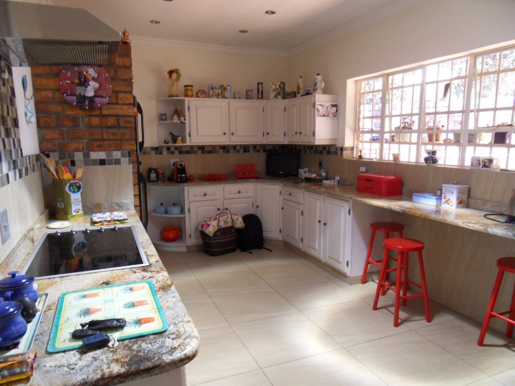 Glenvista property for sale. Ref No: 13402362. Picture no 14