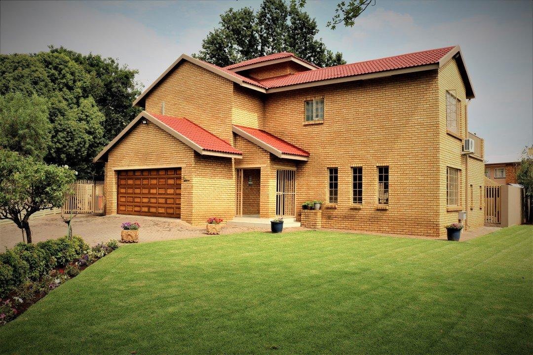 , House, 3 Bedrooms - ZAR 2,350,000